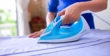 Có thể sử dụng bàn ủi để lấy keo nóng chảy ra khỏi quần áo